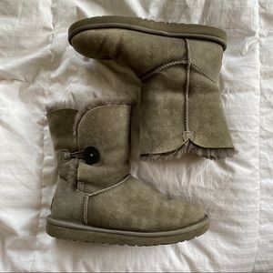 Size 8 Women's Bailey Button Ugg Boots